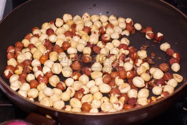 сдобные булочки с ореховой начинкой