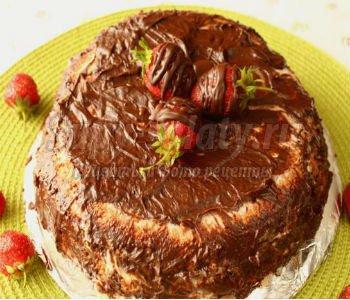 торт в мультиварке с бананами и клубникой