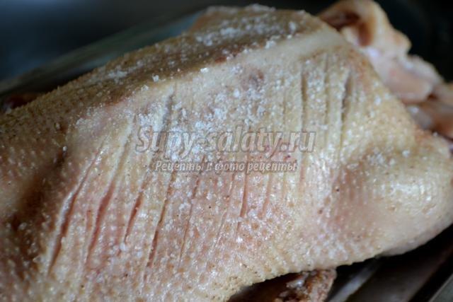 запеченная утка в духовке с хрустящей корочкой