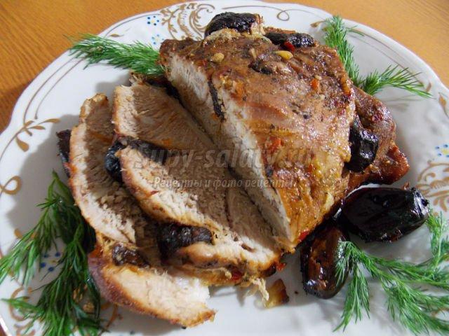 Свинина запеченная с черносливом в духовке рецепт пошагово