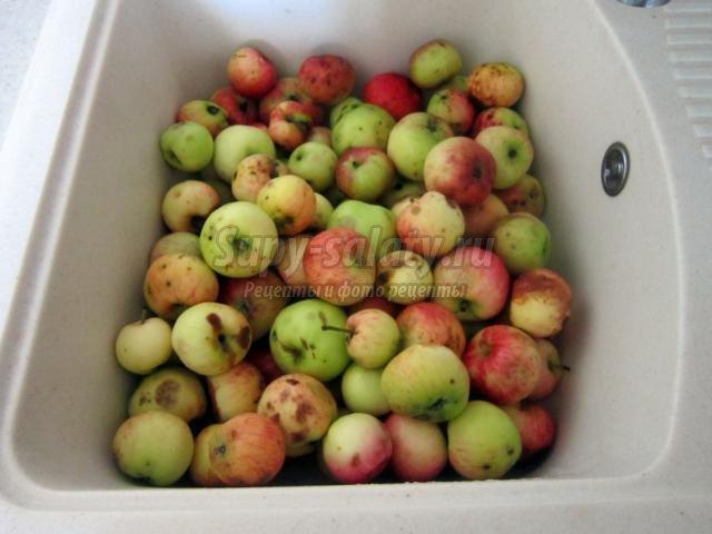 варенье из яблок и черной смородины