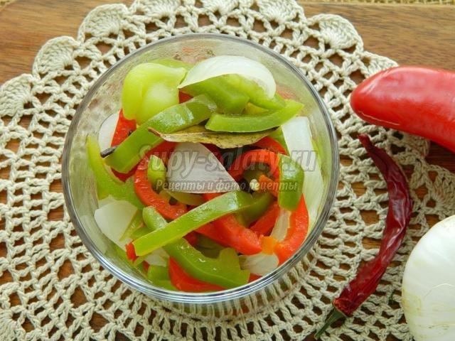 салат из перца и лука в медовом маринаде