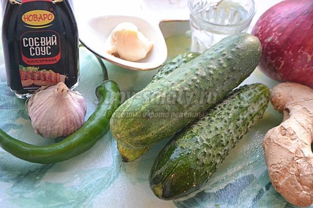 Жареные огурцы в сухарях с помидором на сковороде - рецепт пошаговый с фото