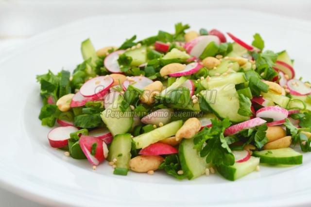 овощной салат из редиса с арахисом