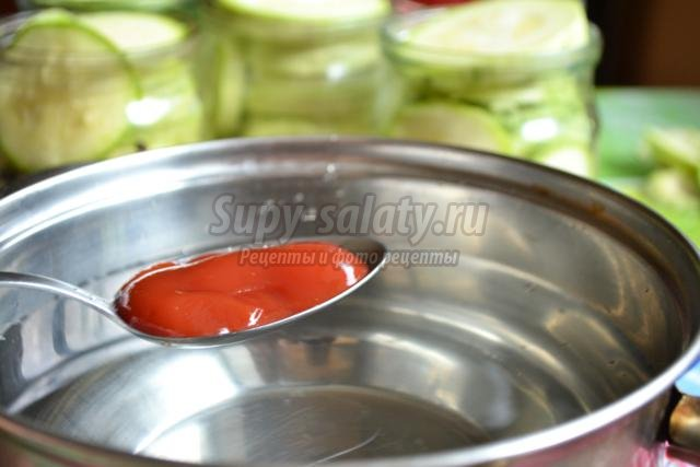 маринованные огурцы и кабачки с кетчупом чили