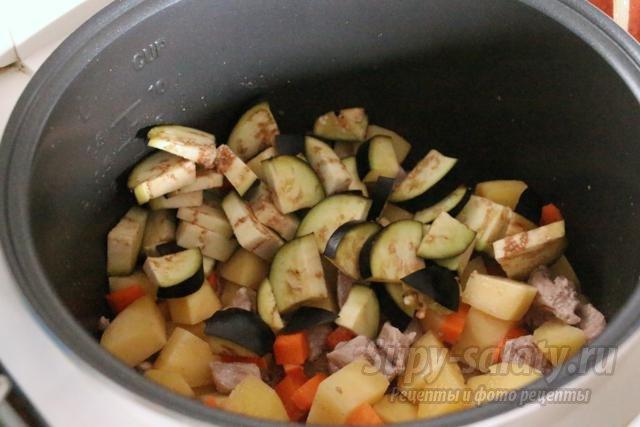 мясо с овощами в горшочках