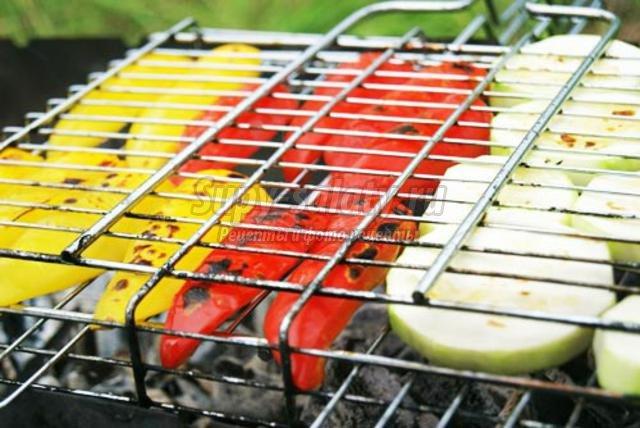 Какие овощи запекают на мангале
