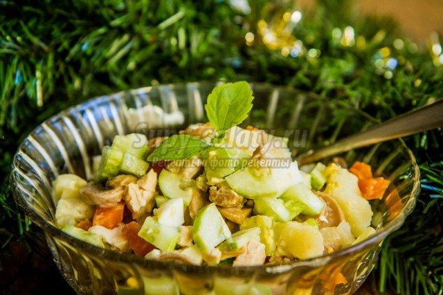 салат акварель рецепт с курицей и грибами