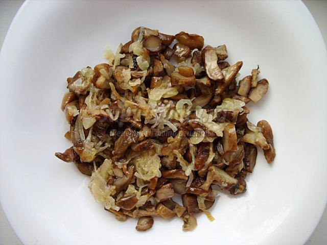 бочонки из помидоров с грибами