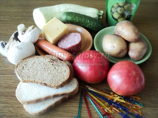 канапе с овощами, сыром, колбасой и грибами