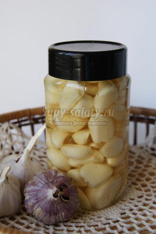 храним чеснок в растительном масле