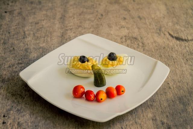 закуска из яиц и маслин. Яичные глаза