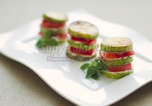 Вкусное блюдо из кабачков и помидоров – «столбики»