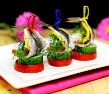 праздничное канапе с килькой и овощами