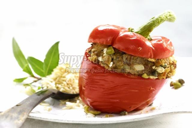 фаршированный перец с мясом, оливками и анчоусами