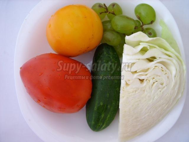 салат с курицей, виноградом и арахисом