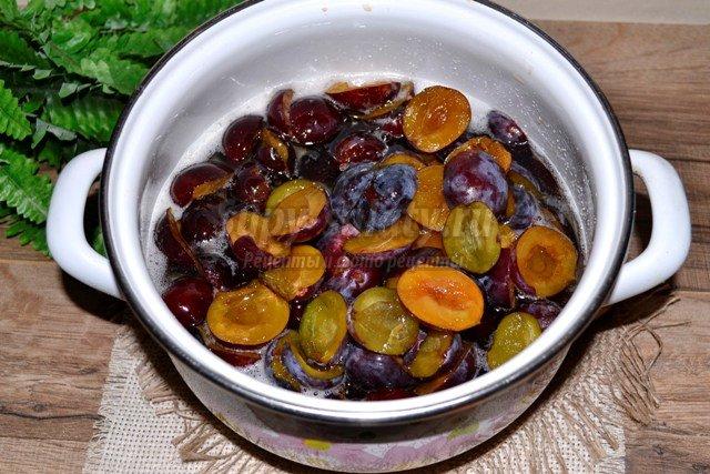 Сливовое варенье с виноградом