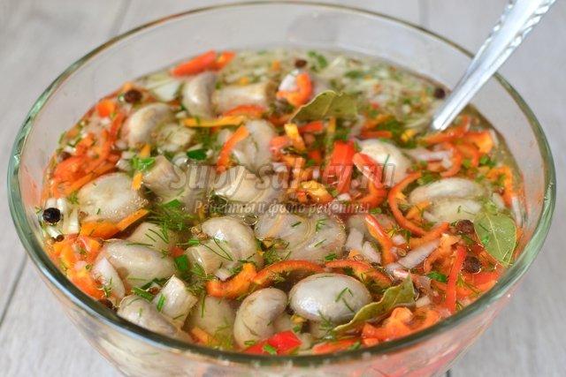 Шампиньоны, маринованные с овощами