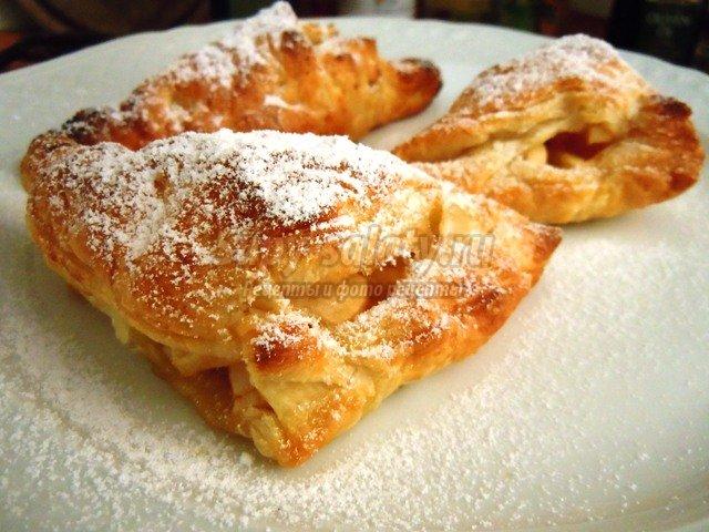 Пирожки с яблоками из слоеного теста в духовке рецепт пошагово