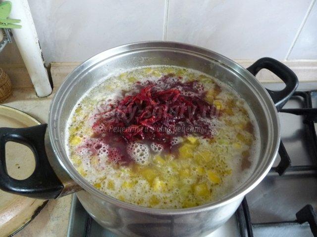 Борщ с фасолью и чесноком