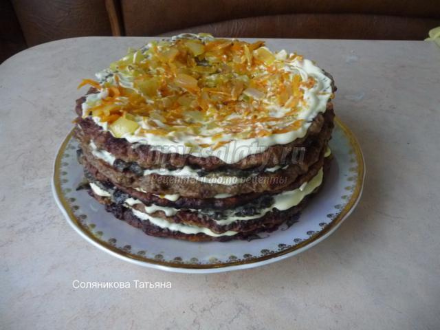 печеночный торт с морковью и грибами