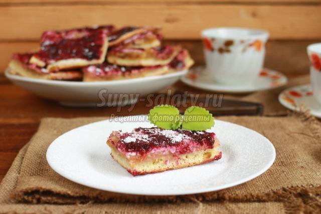 песочный пирог с яблочной, ягодной и творожной начинкой