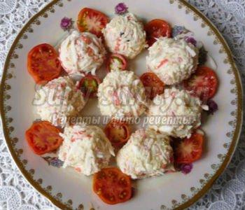 рафаэлло из крабовых палочек и сыра с сюрпризом