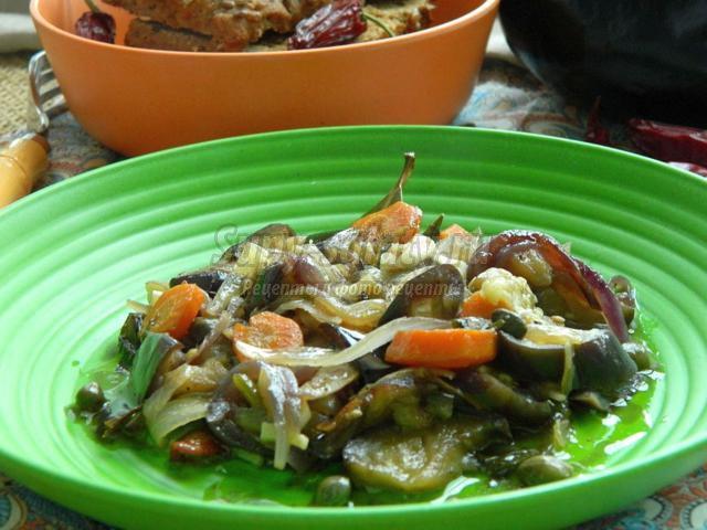 баклажаны с морковью и каперсами в мультиварке