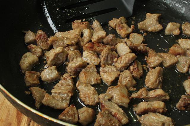 Запекаем курицу фаршированную