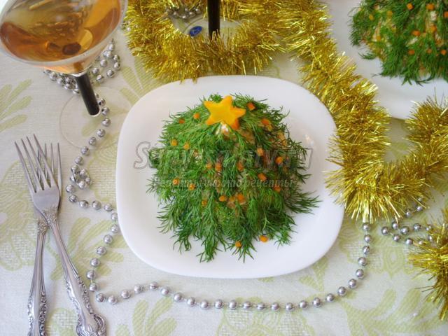 салат с ветчиной и сыром. Новогодняя ель
