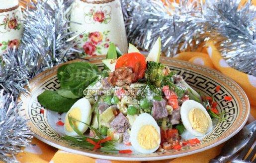 Салат Новогодний. Рецепт с фото и пошаговым описанием