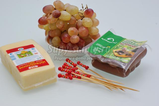 сырные канапе с виноградом