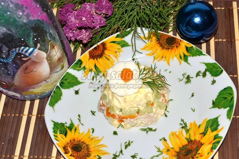 Вкусный салат на праздничный стол к Новому году – рецепт