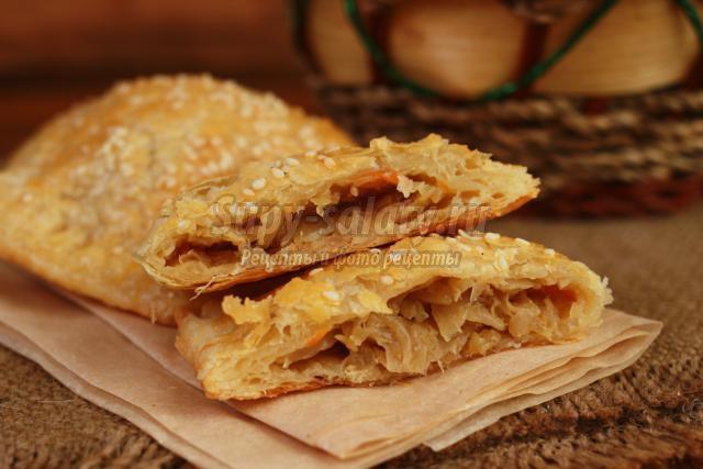 пирожки из слоеного теста с капустой