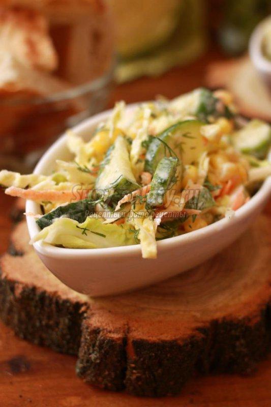 салат из савойской капусты с яйцами и кукурузой