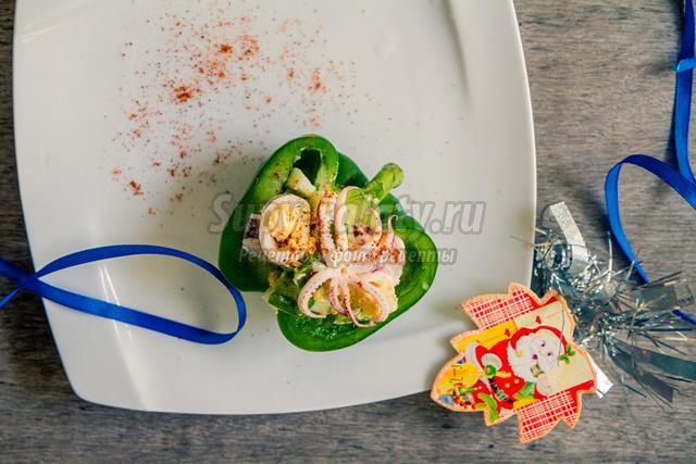 салат с кальмарами и с перцем рецепт