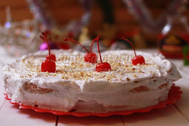 Бисквитный торт с белковым кремом и десертными вишнями