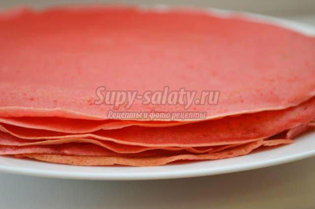 красные блины с вишневым соусом