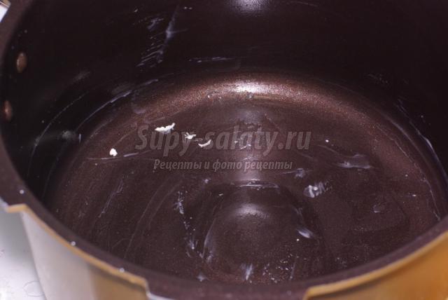 дрожжевой пирог с вареньем в мультиварке