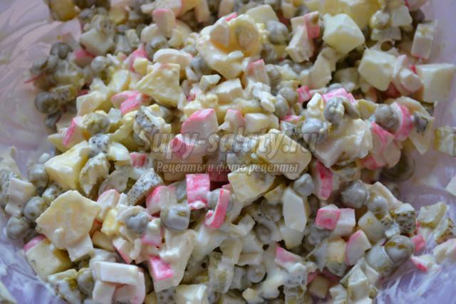 Как сделать салат из крабовых палочек и горошка
