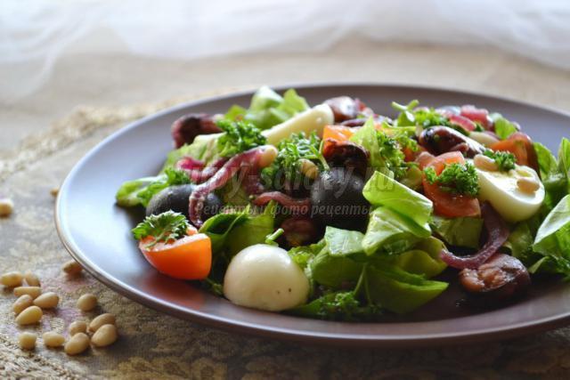 салат с мидиями в красном вине