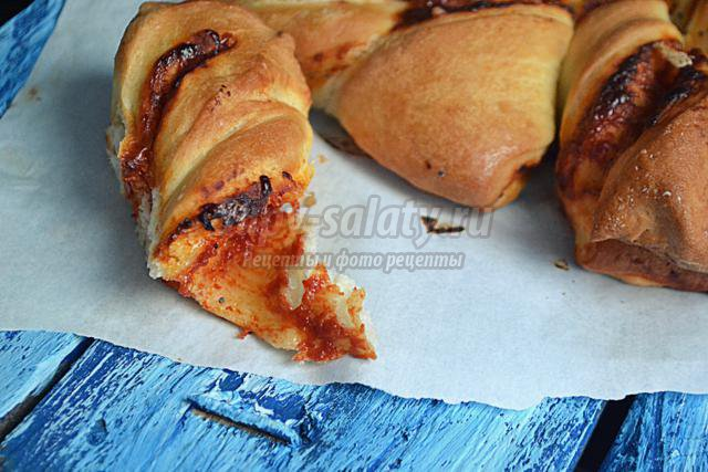 томатно-сырный пирог. Цветок
