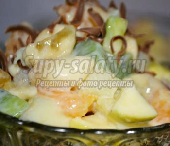 фруктовый салат со сгущенкой и шоколадом