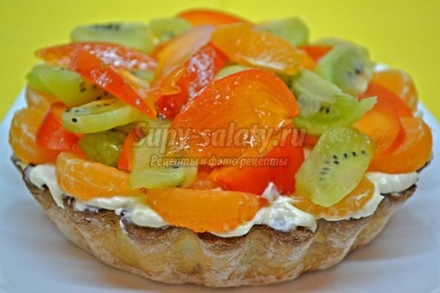 песочный пирог с заварным кремом и фруктами