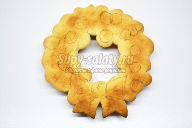песочное печенье с глазурью. Рождественский венок