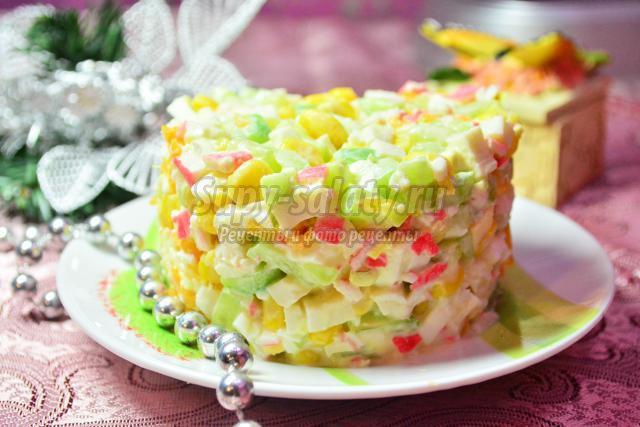 салат с крабовыми палочками с мандаринами