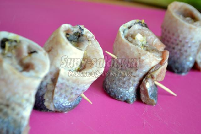 рыбные завитки с луком пореем