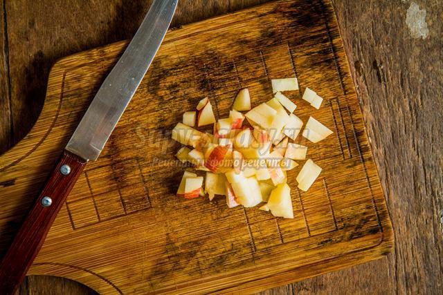 салат с яблоками и сыром к Новому году