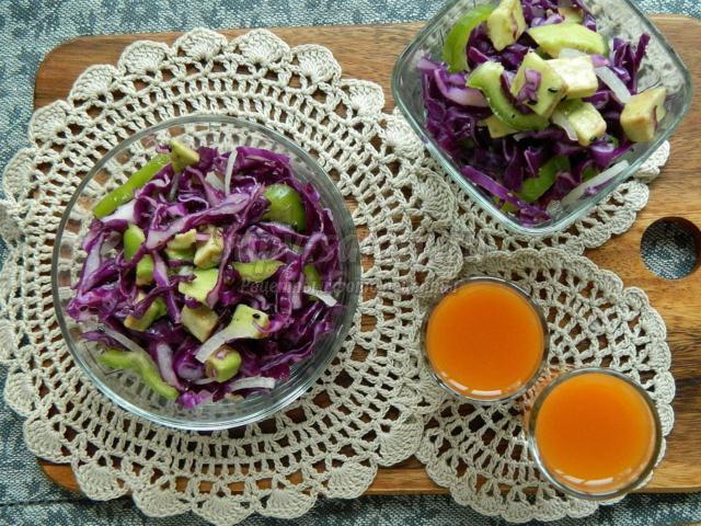 салат из красной капусты с авокадо