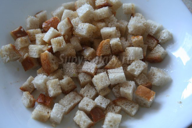 Салат с грибами, помидорами и сыром фетой